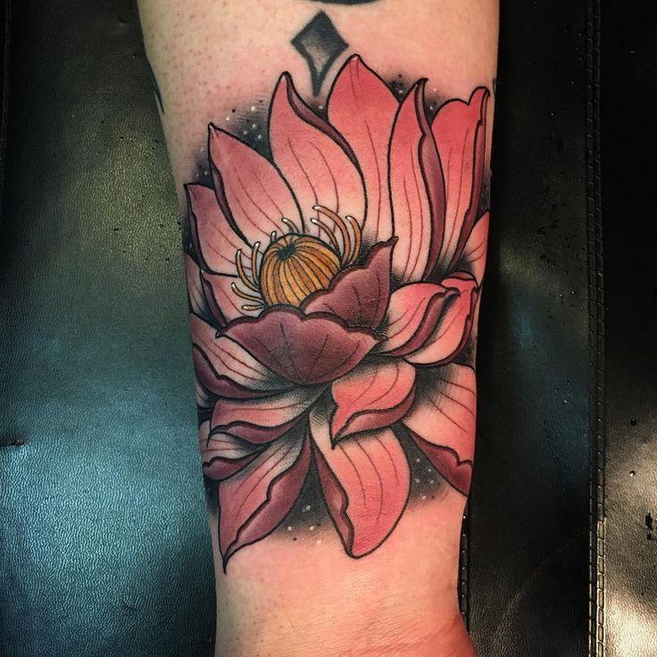 peste 1000 de idei despre lotusblume tattoo pe pinterest lotusblume tatuaje lotus i lotusbl te. Black Bedroom Furniture Sets. Home Design Ideas
