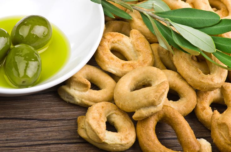 Italian Recipe: Taralli Crackers, taralli are like a cracker/breadstick/chewy bread roll hybrid; thick and crunchy, but still light and airy. You can find these crackers on the table before dinner in many Italian households, or at the bar during aperitivo.