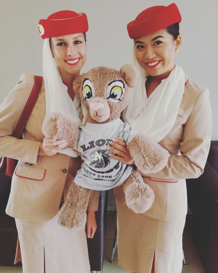 The beautiful Emirates flight attendants said hello to Leya, our female Pinterest mascot at Emirates Airline Park before the the match against the Emirates Lions and the Kings!   #Lions4Life #EmiratesLions #EmiratesAirlinePark #ThrowbackThursday #VodacomSuperRugby #LeyaTheLion #Liontainment #BeThere #MyLionsMoment
