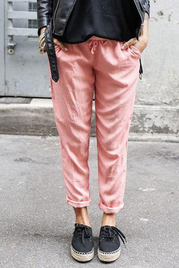 Un pantalon fluide rose