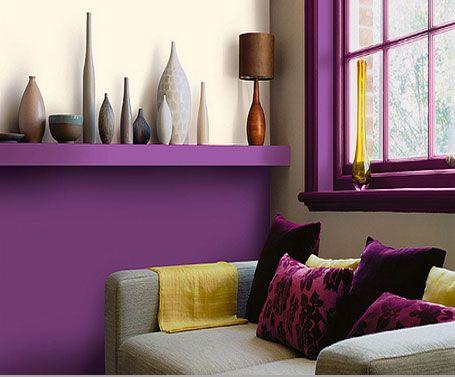 decoration salon soubassements peinture couleur prune canape vases nuances de couleur gris