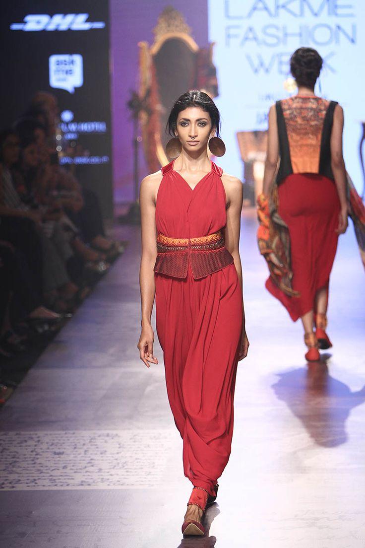 Tarun Tahiliani. LFW W/F 15'. Indian Couture.