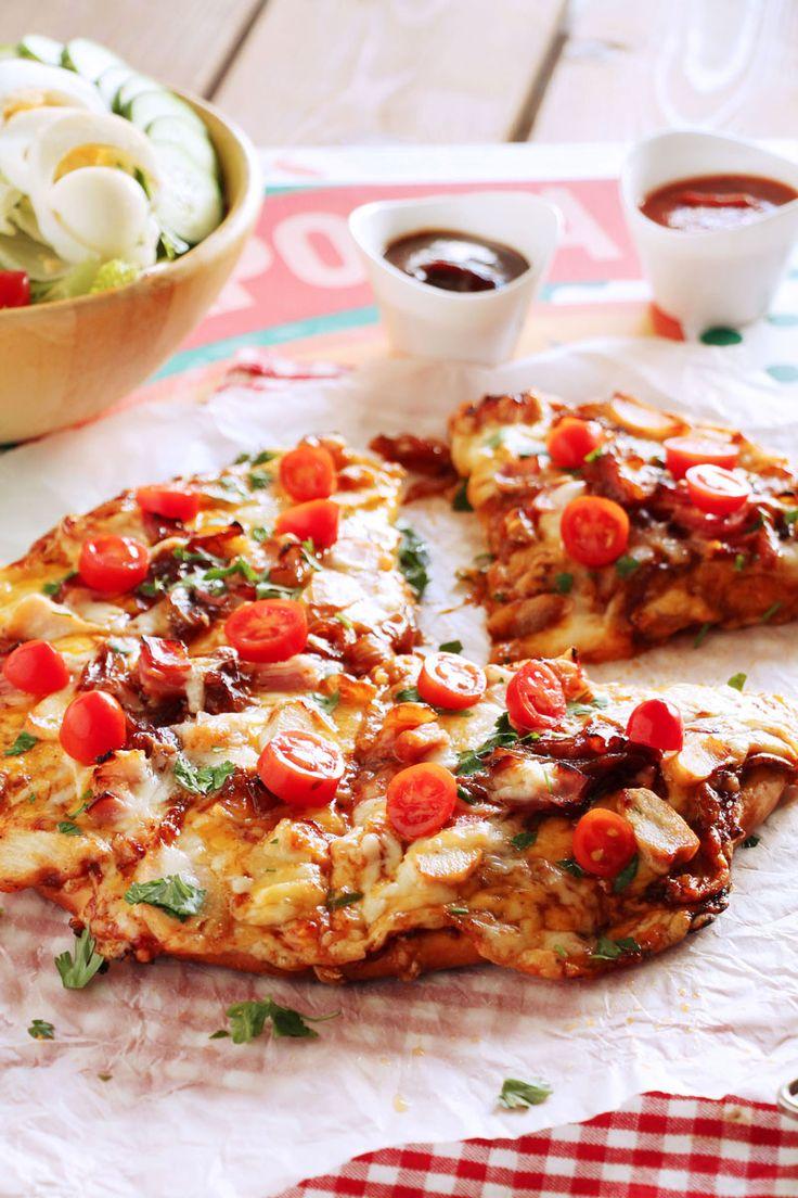 Για τη δική μου pizza fan χρησιμοποίησα σάλτσα bbq για το καραμέλωμα των κρεμμυδιών, συνδύασα τσένταρ ωρίμανσης με γραβιέρα Νάξου για χρυσαφένια όψη και ελαστικότητα