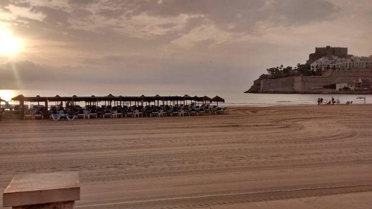 Madrugar no siempre es malo. #peñiscola #vistas #playa #sol #sinfiltros #castillo #pseudoamanecer