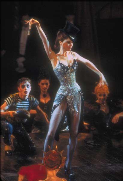 Nicole Kidman en Moulin Rouge en el número Diamonds are the girl´s best friend.