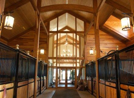 Écurie privée à structure de bois lamellé-collé d'Art Massif