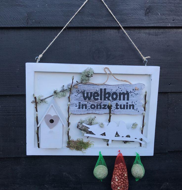 Leuk om te zien, lekker voor de vogeltjes. Een wintercreatie te verkrijgen op CreAnoeska.nl