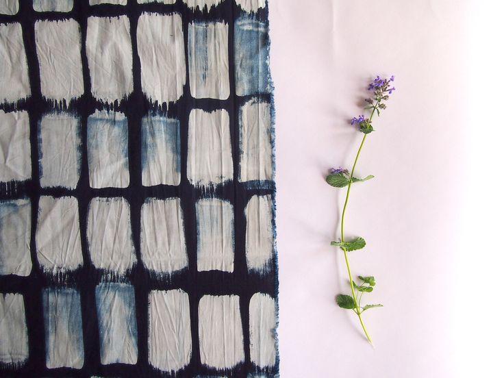 Modrotiskový látkový panel, ruční tisk na bavlněném plátně. Tradiční technika. Autorský motiv.