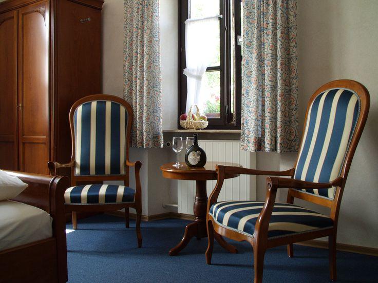 Im 19. Jahrhundert wurde das Haupthaus des AKZENT Hotel Franziskaner gebaut. Bei grundlegenden Renovierungsarbeiten wurde das Zimmer wieder dieser Epoche angepasst und im Stil der Romantik eingerichtet.