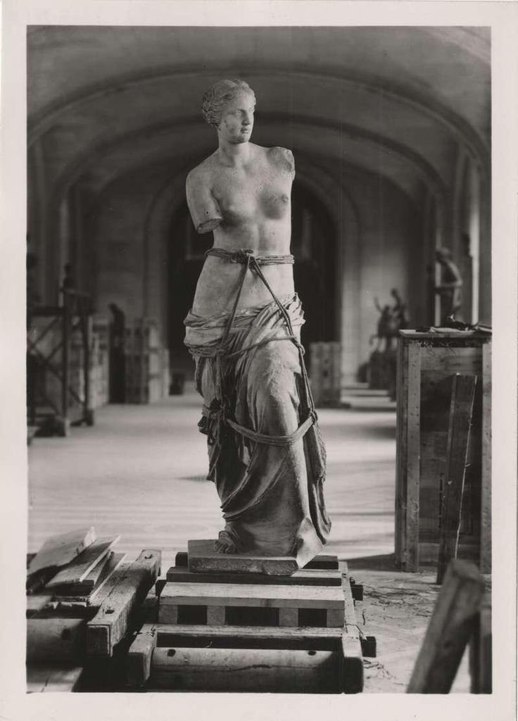 In 1939,  just as WWII was beginning, the Venus de Milo was carried from the Louvre to Valençay Castle to protect it.