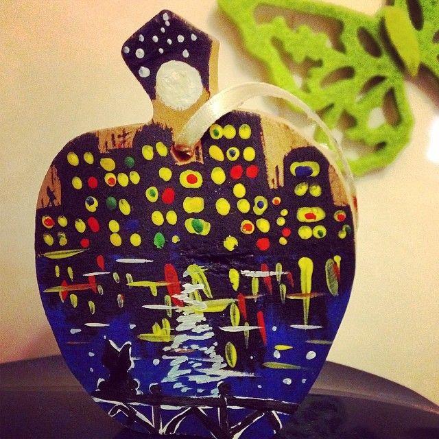Ночной город на деревянной миниатюре #pictures #flowers #art #drawing #рисунок #правополушарноерисование #theDrawingOnTheRightSide