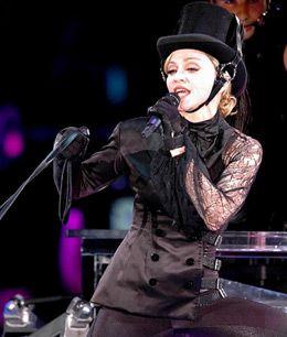 Brandlife, Madonna'nın Sticky konserini sizler için izledi. 4 Temmuz 2009 tarihinde Londra'da başlayan ve tüm Avrupa'yı etkisi altına alan Sticky 2009 turnesinin, sondan bir önceki durağı Sofya'ydı. Yazı: Metin Süerkan