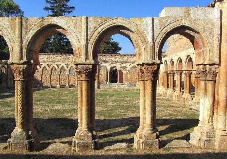 Monasterio de San Juan de Duero, Soria - Arcos Túmidos del lado oriental del claustro
