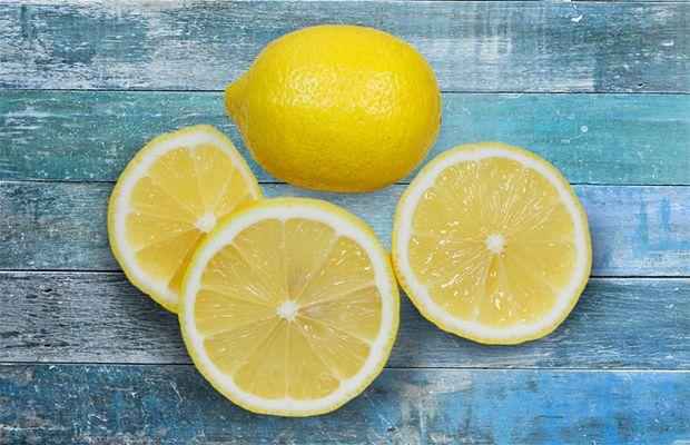 Avant de dormir: Vous êtes-vous déjà demandé pourquoi le citron était le parfum utilisé par presque tous les produits de nettoyage ou de désinfection? Eh