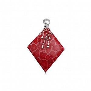 Pandantiv din argint cu piatra coral in forma de romb.  Culoare: Rosu   Metal: Argint 925   Piatra: Coral   Lungime: 5.90 cm   Latime: 3.90 cm   Greutate: 7.39  $51Lei