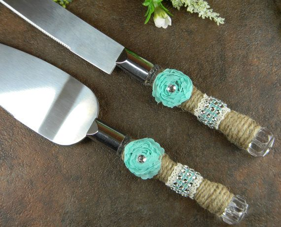 Burlap cake knife set has ivory lace, Tiffany Blue rosettes and ribbon, and a little bit of bling. Made of stainless steel, knife measures