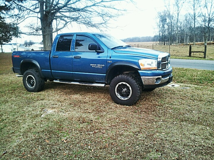 my truck 2006 blue dodge 1500 hemi 4x4 dodge ram pinterest dodge 1500 4x4 and dodge rams. Black Bedroom Furniture Sets. Home Design Ideas