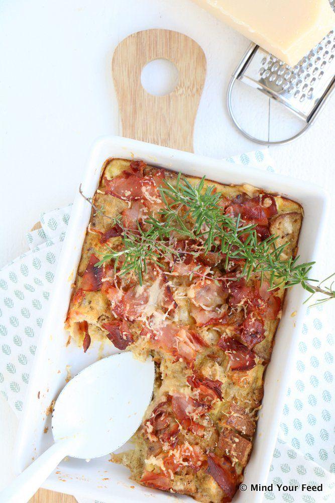 Hartige broodpudding met bacon en Parmezaan - Mind Your Feed