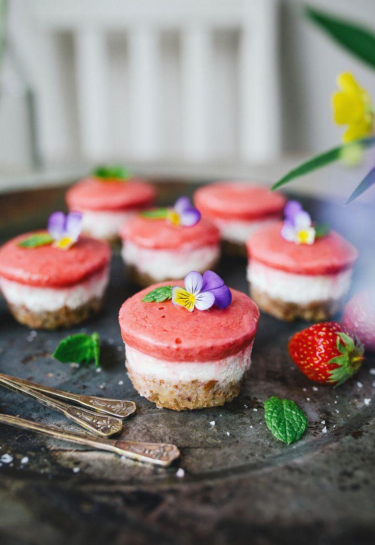 Raw Mini Cheesecakes med smak av Jordgubbar & Citron!