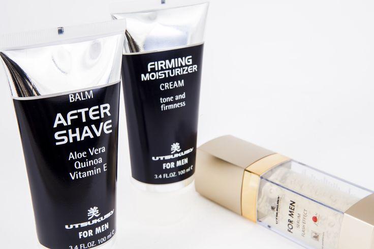 Complete verzorging voor de man. Verstevigt, kalmeert en beschermt de huid. Het serum bevat vitamine C, sirtuin en het huid-eigen hyaluronzuur. Bevordert de aanmaak van collageen, corrigeert rimpels, verbetert de stevigheid van de huid en herstelt de epidermis. De moisturizer bevat vitamine A, E en C en hyaluronzuur. Verstevigt de huid. For Men After shave bevat aloë vera, quinoa en vitamine E. Kalmeert de huid, voorkomt jeuk en irritaties die veroorzaakt worden door het scheren.