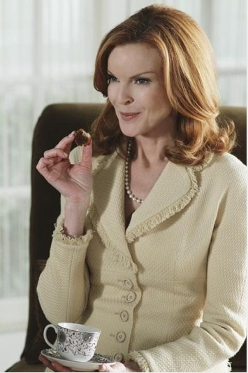 Bree Van de Kamp's Style - I love her elegant, refined business suits, like this one.