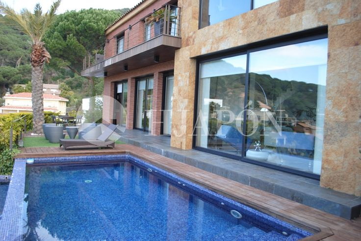Villa for sell with sea views in quiet area of Cabrils.