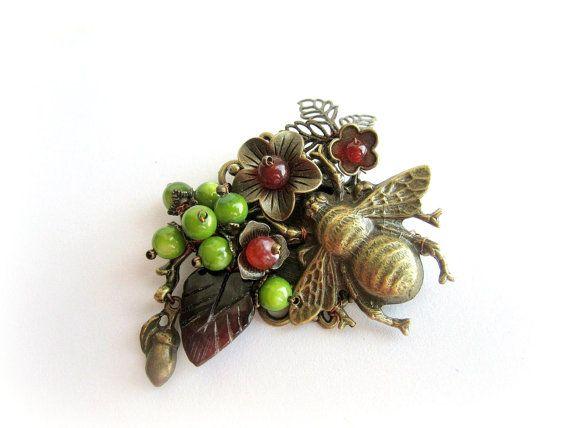 Bee brooch floral pin brooch woodland brooch by MalinaCapricciosa