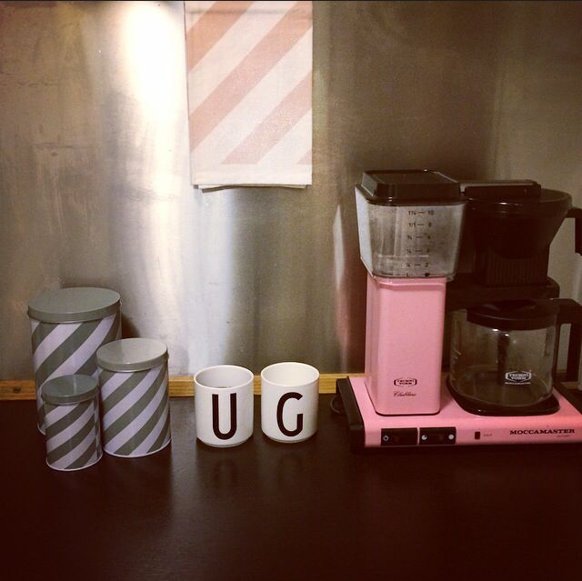 My favorite place in the kitchen. Pink moccamaster coffee machine. Ferm Living. Design letters by Arne Jacobsen.
