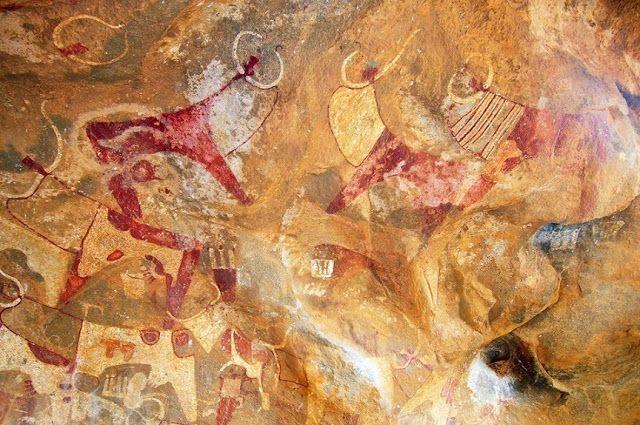 Képtár: Több ezer éves műalkotások - Megnyugtató a több ezer éves műalkotások látványa Szomáliában. Jó érzés, hogy művészek, művészetek nélkül bármilyen civilizáció elképzelhetetlen… talán innen számíthatjuk a művészeteket, meg a Lascaux-i (Franciaország) paleolit barlangrajzoktól, utóbbiak becslések szerint Kr.e. 15000 körüliek. (Németh György)
