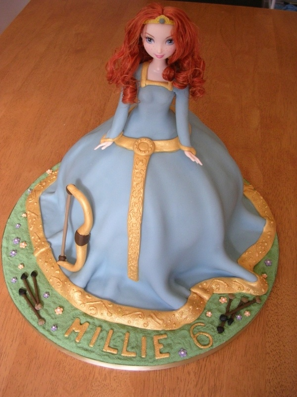 Princess Merida Cake  use buttercream instead of fondant and pipe stars