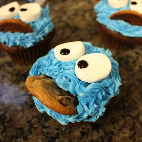 Cookie Monster cupcakes - so clever!