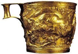 Tazza da Vafiò, ca 1600-1500 a.C. Oro lavorato a sbalzo, diametro di 10,4 cm. Dalla tomba di Vafiò in Laconia , Atene, Museo Archeologico Nazionale.