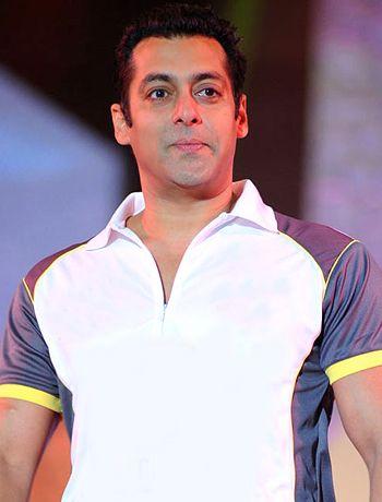 Salman Khan's dad Salim Khan was behind the title change of Jai Ho! - http://www.bolegaindia.com/gossips/Salman_Khans_dad_Salim_Khan_was_behind_the_title_change_of_Jai_Ho-gid-35595-gc-6.html
