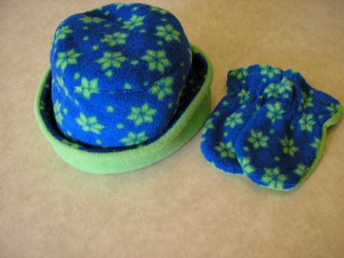 Girls Handmade Hat Mitts 12-18 mths Blue with Green Stars from Jacaranda. 12-18 months. £6.99