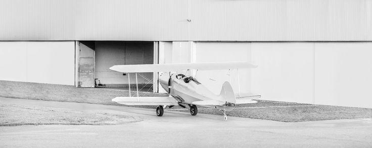 Hangar – Reine Funktion und dennoch – oder gerade deshalb von besonderer Ästhetik. Vergangene Luftfahrtromantik in Schwarz/Weiß. 2014, PP   © www.piqt.de   #PIQT