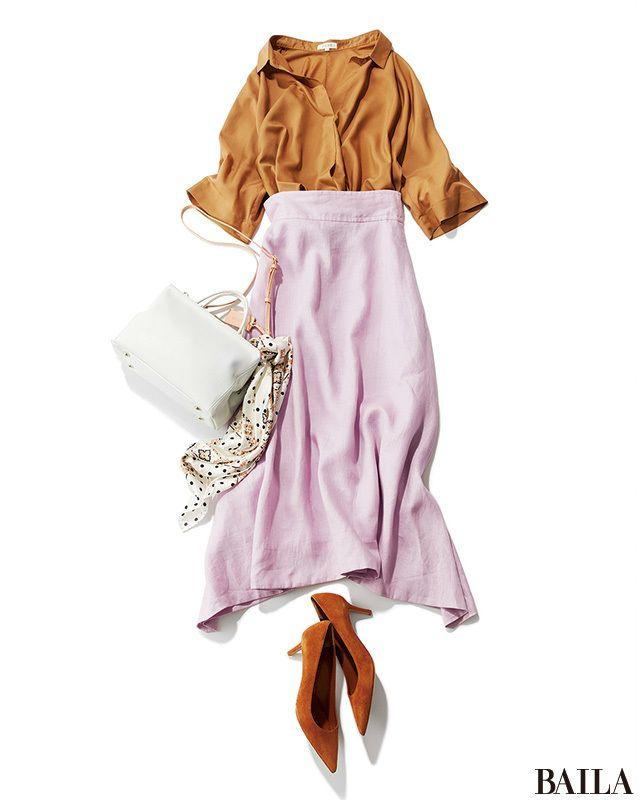 今季も引き続き人気のスキッパーシャツは、通勤シーンに活躍するアイテム。どんなアイテムとも合やせやすい落ち着いたベージュなら、大人っぽいムードのコーディネートが叶います。この夏ならば、シャーベットピンクのスカートと合わせて、少し甘めに着るのもおすすめ。軽やかなピンクが、涼しげ印象も・・・
