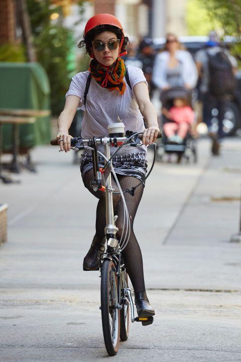 die besten 25 fahrradhelm damen ideen auf pinterest mountainbiken frauen frauen. Black Bedroom Furniture Sets. Home Design Ideas