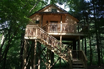 colblentz cabins in berlin ohio ..there is a jaccuzzi  inside with water falling from the ceiling it was awesome ,there are pics inside if u pull this site up plus they have all kinds of cabins you can rent whole houses also