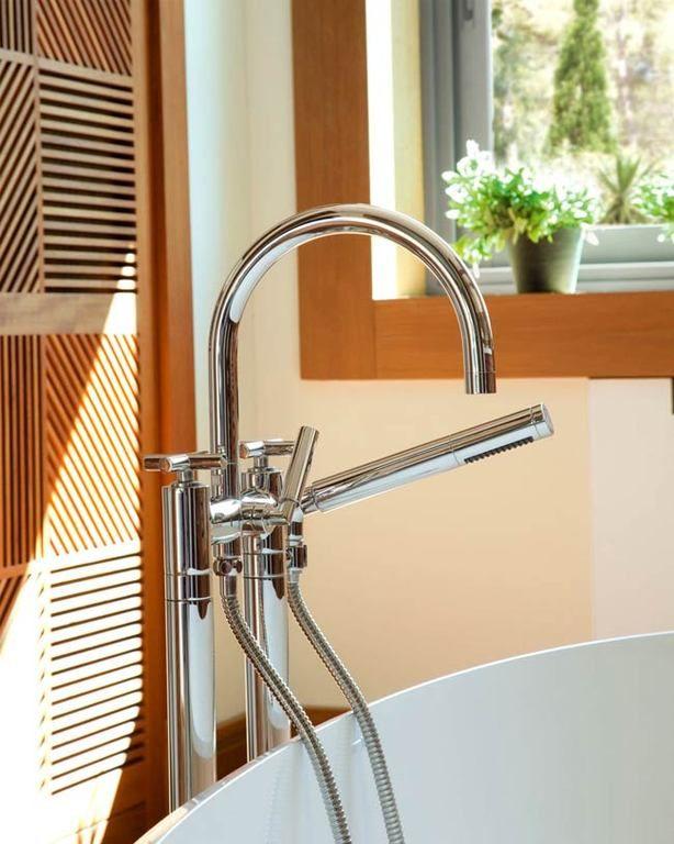 Дизайн-проект отличной ванной комнаты с отделкой - дерево 🛁🌳👍 #ваннаякомната #сантехника #декор Хотели бы такую ванную комнату ?