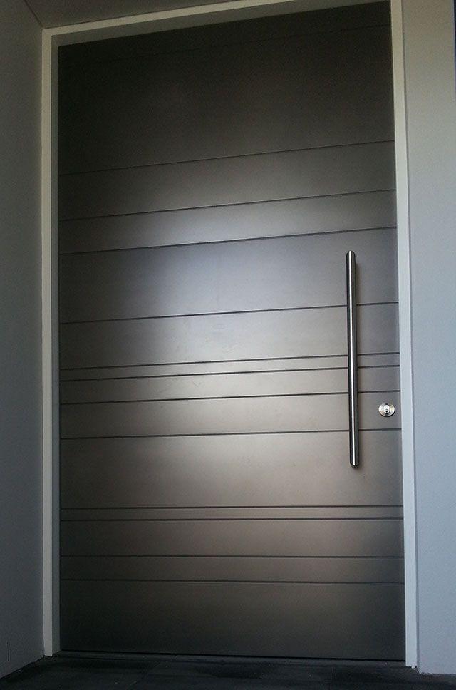 Porte d'entrée noire minimaliste
