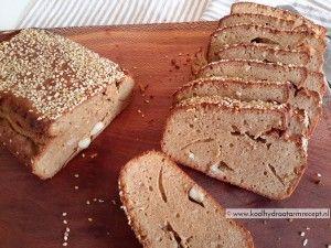 pindakaas brood met noten of pitten. 1,6 KH per plak