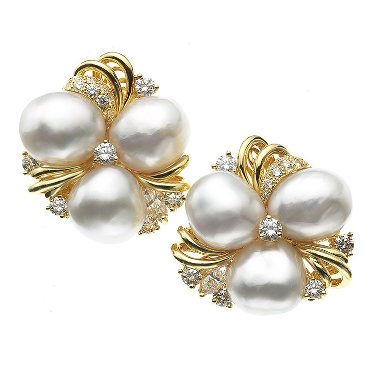 Henry Dunay. Gorgeous clip earrings set with Baroque Pearls and diamonds in 18 karat yellow gold. Circa 1990