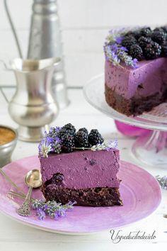 ¿Si yo os digo moras y cheesecake sin horno no me digáis que no se os hace la boca agua? Y si la base es un brownie...