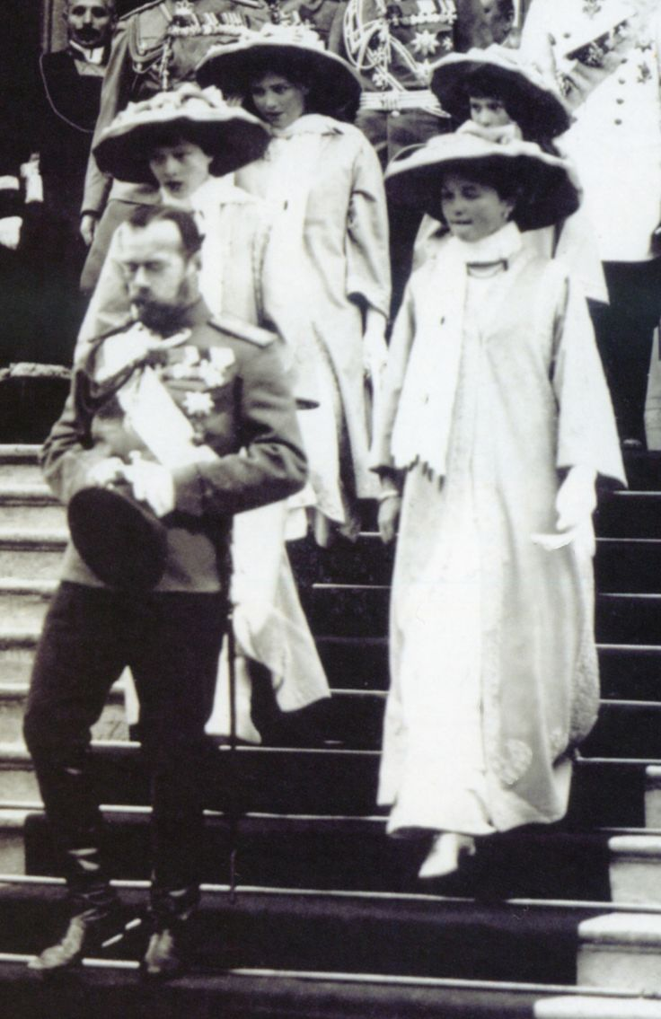 Tsar Nicholas Ii And His Daughters Visiting The City Of Nizhniy Novgorod In  July Of 1913