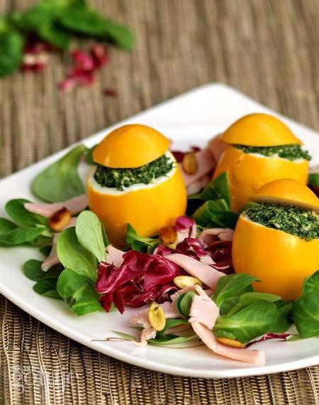 żółte jajeczka z zieloną niespodzianką