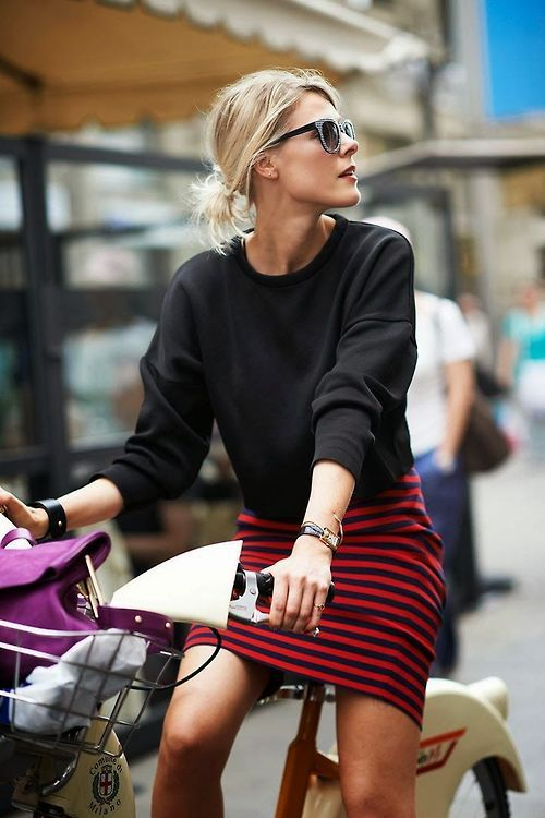 This black sweater and red stripe skirt is a simple but very stylish  paring! Looks great!