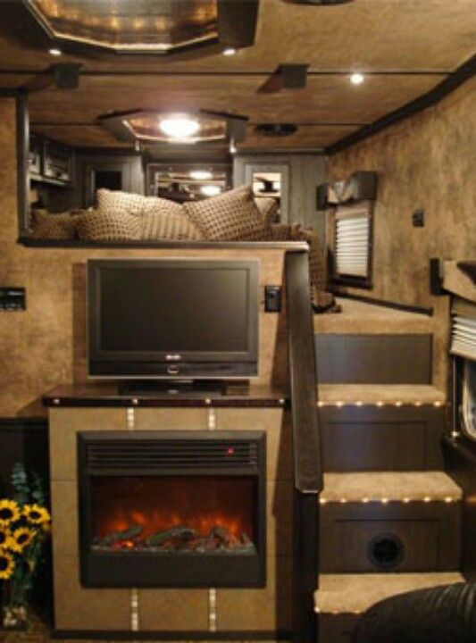 Beautiful living quarters horse trailer... saw some of these beautiful trailers at the Scottsdale Arabian Horse Show. Amazing!