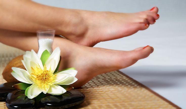 女の足に白癬菌の恐怖水虫がジメッと忍び寄るNG習慣4つ – #…