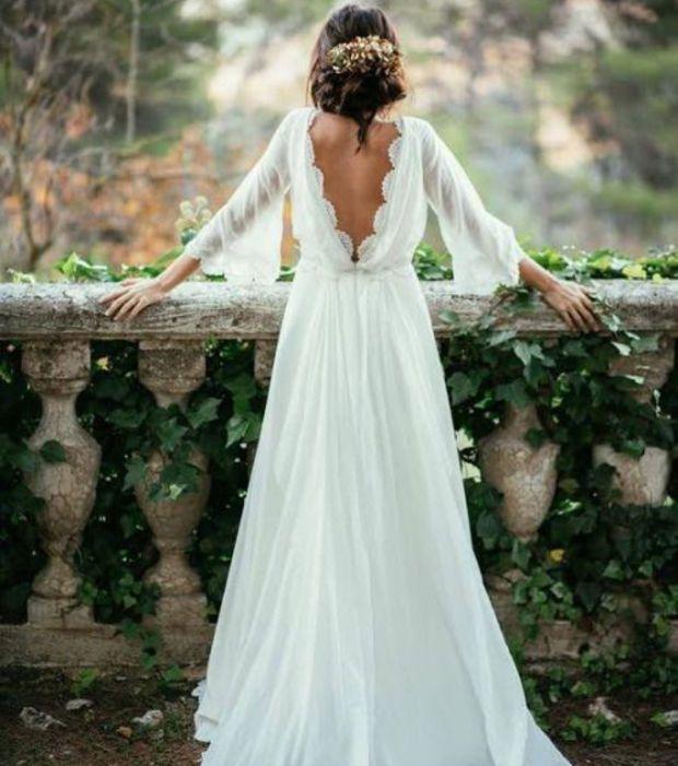 Une robe de mariée au dos nu drapé. Avec un dos-nu, relevez toujours vos cheveux en chignon.
