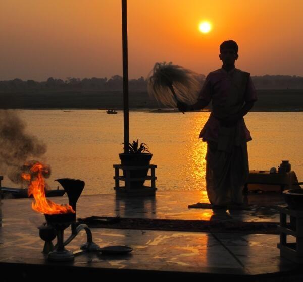 """Vado via e insieme a me verso #oriente c'é il sole che nasce la. """"Verso Oriente"""" #Timoria #aforismi in #viaggio"""